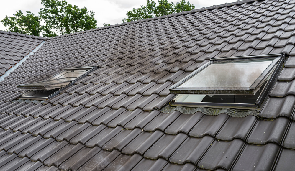 A Simple Guide: How to Clean Dirty Skylights